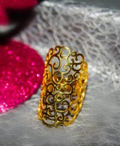 Δαχτυλίδι από ασήμι 925, με επικάλυψη χρυσού 14 καρατίων.